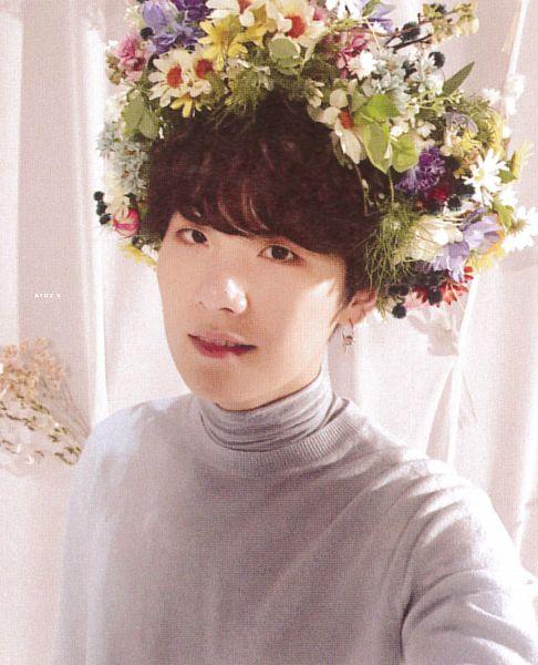 Tags: K-Pop, BTS, Suga, Sweater, Leaf, Pink Flower, White Flower, Crown, Blue Outerwear, Flower, Yellow Flower, Hair Ornament