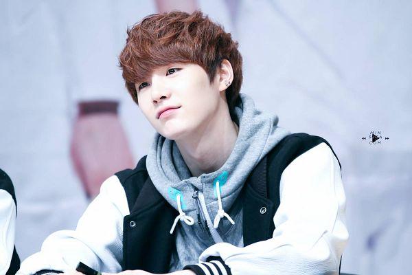 Tags: K-Pop, BTS, Suga, Hoodie, Looking Away, Fansigning Event, Wallpaper