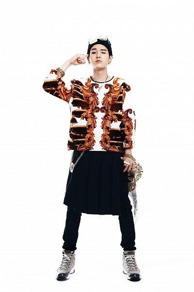 Tags: K-Pop, Bangtan Boys, Suga, Glasses, Black Pants, Necklace, Glasses On Head, Light Background, Hat, White Background, Glasses Off, Bracelet