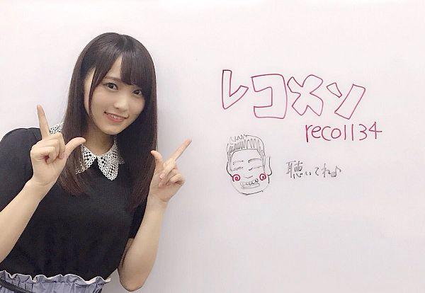 Tags: Gravure Idol, Keyakizaka46, Sugai Yuuka, Pointing, Gray Pants, Light Background, White Background