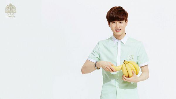 Tags: K-Pop, EXO, Suho, Light Background, Banana, White Background, Green Shirt, Short Sleeves, Fruits, Ivy Club