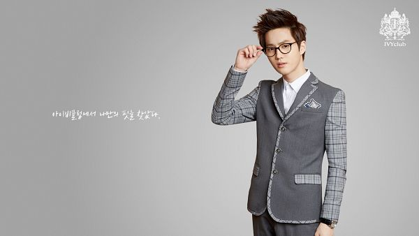 Tags: K-Pop, EXO, Suho, Glasses, Gray Outerwear, Gray Pants, Watch, Gray Jacket, Korean Text, HD Wallpaper, Wallpaper