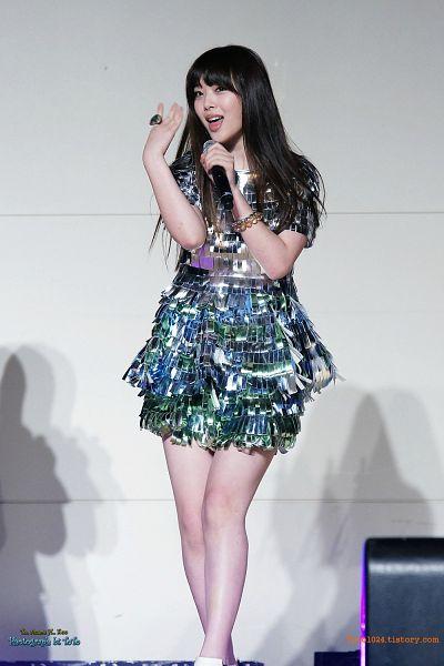 Tags: K-Pop, f(x), Sulli, Looking Away, Bare Legs, Black Eyes, Bracelet, Singing, Walking, Gray Outfit, Ring, Silver Dress