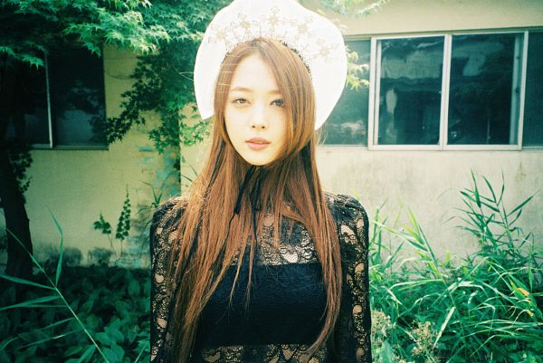 Tags: K-Pop, f(x), Sulli, See Through Clothes, Black Outfit, White Headwear, Midriff, Black Dress, Outdoors, Pink Tape