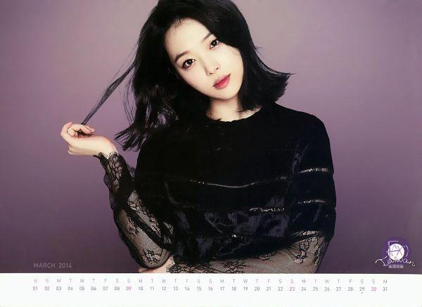 Tags: K-Pop, f(x), Sulli, Black Dress, Black Eyes, Medium Hair, Head Tilt, Crossed Arms, Black Outfit, Text: Calendar Date, Purple Background, Calendar