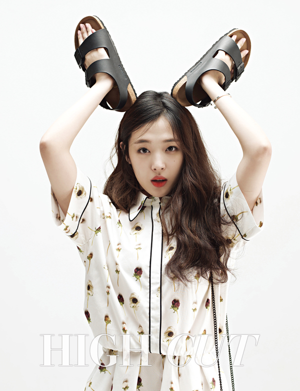 Tags: K-Pop, f(x), Sulli, White Outfit, Black Footwear, Light Background, Sandals, White Background, Text: Magazine Name, Red Lips, White Dress, High Cut