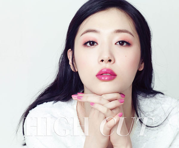 Tags: K-Pop, f(x), Sulli, Text: Magazine Name, Light Background, White Background, Nail Polish, High Cut