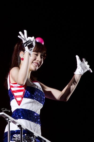 Tags: K-Pop, Girls' Generation, Sunny, White Gloves, Striped Dress, Black Background, Girls' Generation First Japan Tour, Android/iPhone Wallpaper