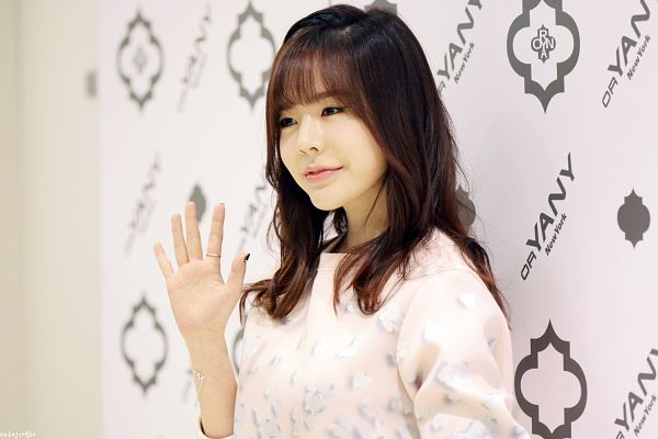 Tags: K-Pop, Girls' Generation, Sunny, Looking Ahead, Wave, Light Background, White Background, Wallpaper