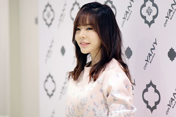 Tags: K-Pop, Girls' Generation, Sunny, Light Background, Sweater, White Background, Pink Shirt, Looking Ahead, Wallpaper