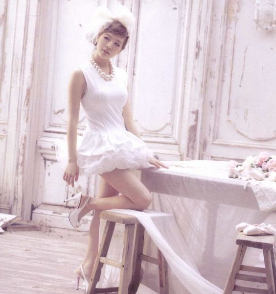 Tags: K-Pop, Girls' Generation, Sunny, High Heels, Light Background, Bare Shoulders, Sleeveless, Sleeveless Dress, Chair, White Background, Standing On One Leg, Stool