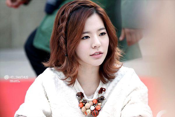 Tags: K-Pop, Girls' Generation, Sunny, Necklace, Looking Away, Medium Hair, Helianthus