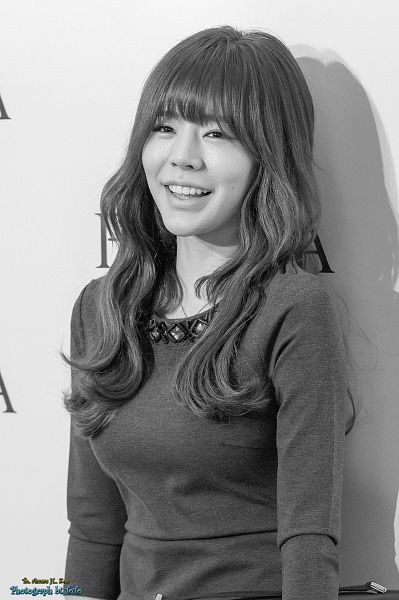 Tags: K-Pop, Girls' Generation, Sunny, Bag, White Background, Pantyhose, Gray Hair, Black Eyes, Wavy Hair, Gray Dress, Monochrome, Looking Ahead
