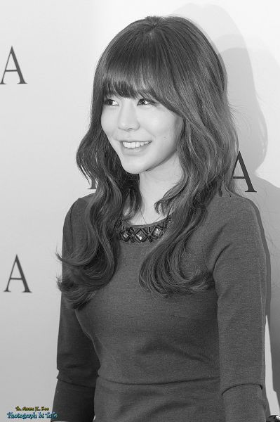Tags: K-Pop, Girls' Generation, Sunny, Pantyhose, Wavy Hair, Gray Hair, Necklace, Gray Dress, Light Background, Hat, Looking Ahead, White Background