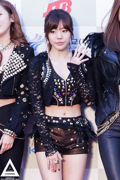 Tags: K-Pop, Girls' Generation, Sunny, White Background, Ring, Bare Legs, Midriff, Looking Away, Navel, Ponytail, Checkered, Black Shorts