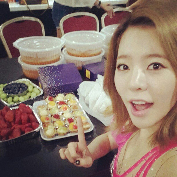 Tags: K-Pop, Girls' Generation, Sunny, Pointing, Strawberry, Medium Hair, Grapes, Blueberry, Pink Outfit, Pink Dress, Fruits, Instagram