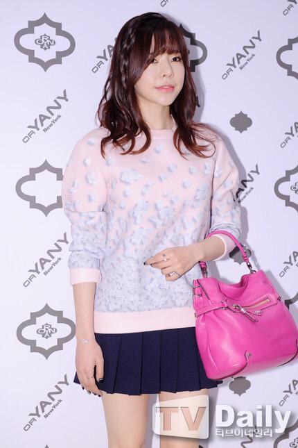 Tags: K-Pop, Girls' Generation, Sunny, White Background, Pleated Skirt, Pink Shirt, Ring, Bare Legs, Looking Ahead, Black Skirt, Bracelet, Sweater