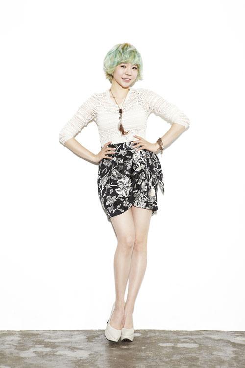 Tags: K-Pop, Girls' Generation, Sunny, Black Skirt, Hand On Hip, Floral Print, Blue Hair, Necklace, Floral Skirt, Light Background, High Heels, White Footwear