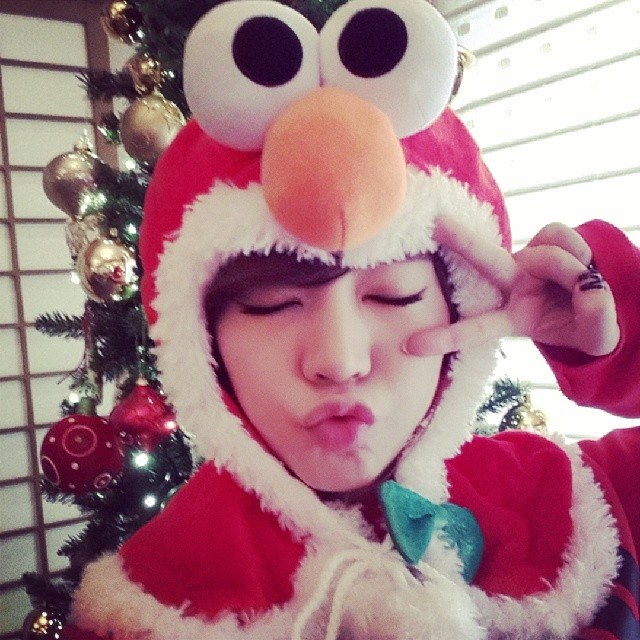 Tags: K-Pop, Girls' Generation, Sunny, Christmas Tree, Tree, V Gesture, Make Up, Christmas, Nail Polish, Eyes Closed, Red Outfit, Instagram