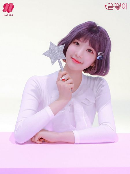Tags: K-Pop, Nature, Sunshine, White Bow, Light Background, Hair Ornament, Korean Text, White Background, Wand, Hair Clip, Ring, Text: Artist Name