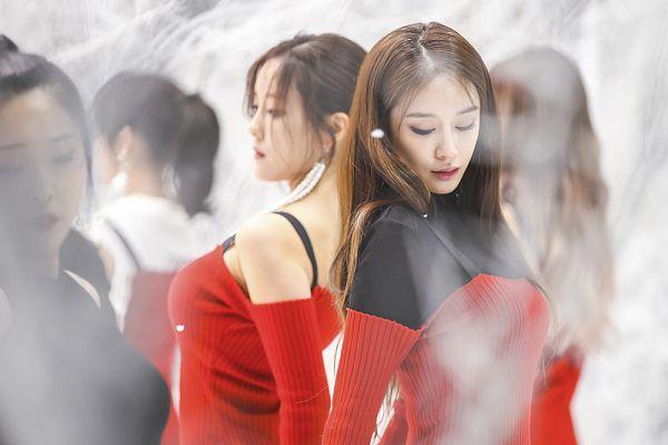 Tags: K-Pop, T-ara, Hyomin, Park Jiyeon, Two Girls, Duo
