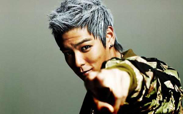 Tags: K-Pop, BIGBANG, T.O.P., Green Outerwear, Black Jacket, Gray Hair, Blue Hair, Pointing, Gray Background