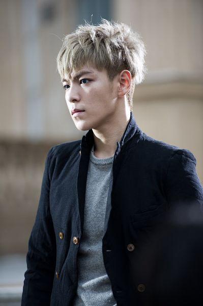 Tags: K-Pop, BIGBANG, T.O.P., Outdoors, Black Jacket, Looking Away, Gray Shirt, Android/iPhone Wallpaper