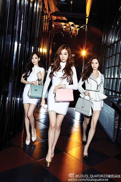 Tags: K-Pop, Girls' Generation, TaeTiSeo, Seohyun, Stephanie Young Hwang, Kim Tae-yeon, White Footwear, Black Footwear, Text: Brand Name, Three Girls, Walking, Bare Legs