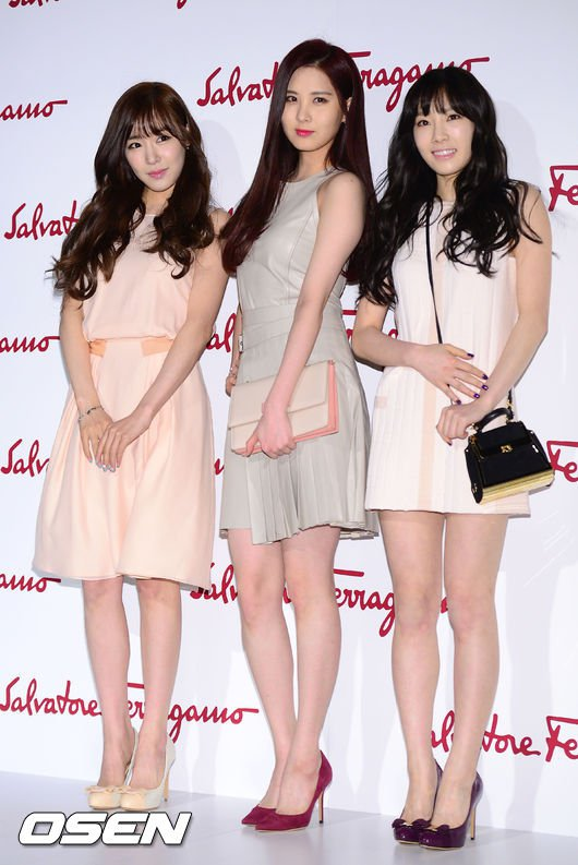 Tags: TaeTiSeo, Kim Tae-yeon, Seohyun, Stephanie Young Hwang, Brown Dress, Trio, Pink Footwear, High Heels, Three Girls, White Dress, Brown Outfit, Pink Dress