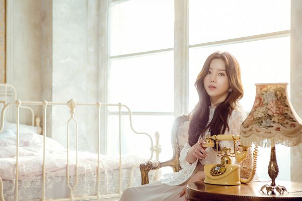 Tags: K-Pop, Berry Good Heart Heart, Berry Good, Crazy Gone Crazy, Taeha, White Dress, Wavy Hair, Lamp, Window, Lace, Phone, Bed