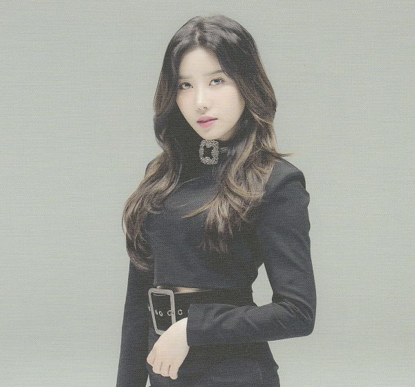Tags: K-Pop, Berry Good Heart Heart, Berry Good, Crazy Gone Crazy, Taeha, Black Eyes, Black Shirt, Gray Background, Belt, Self Scanned, Scan