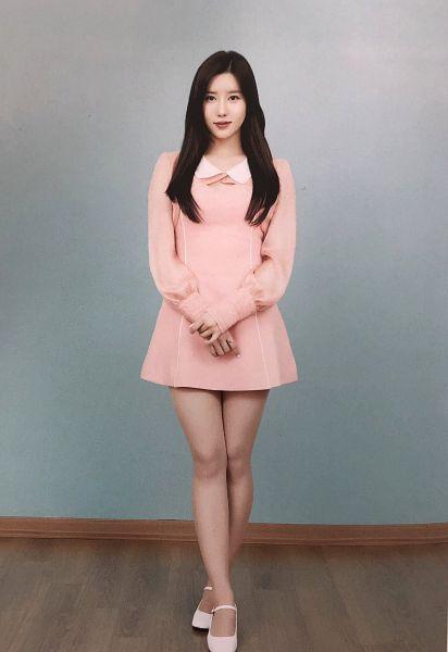 Tags: K-Pop, Berry Good, Taeha, White Footwear, Pink Dress, Pink Outfit, Crossed Legs (Standing), Scan, Fantastic