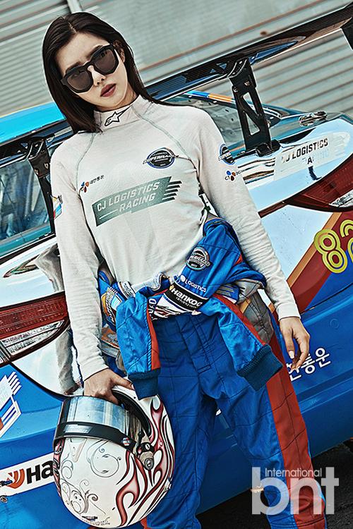 Tags: K-Pop, Berry Good, Taeha, Helmet, Glasses, Sunglasses, Car, Black Eyes, International Bnt, Magazine Scan