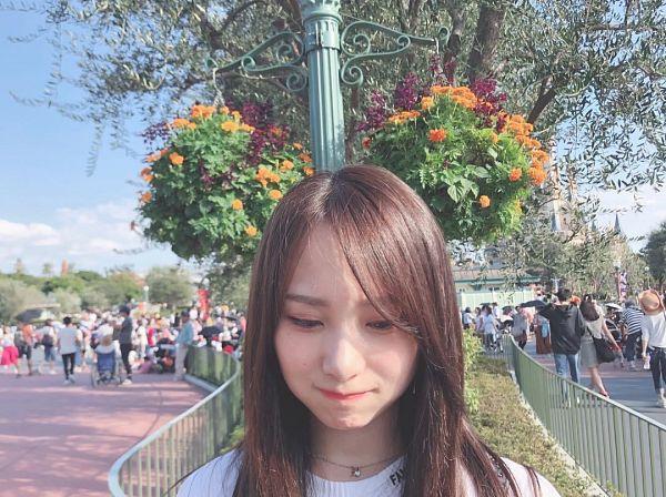 Tags: J-Pop, AKB48, Takahashi Juri, Eyes Half Closed, Looking Down, Outdoors, Necklace, Flower