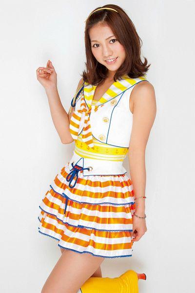 Tags: J-Pop, AKB48, Takajo Aki, Striped Shirt, Yellow Footwear, High Heels, High Heeled Boots, Orange Skirt, Hairband, Bracelet, White Skirt, Light Background