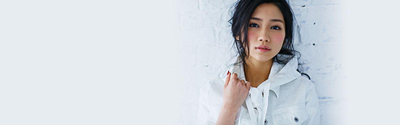 Tags: J-Pop, AKB48, Tano Yuuka, Light Background, White Background, Medium Hair, Close Up