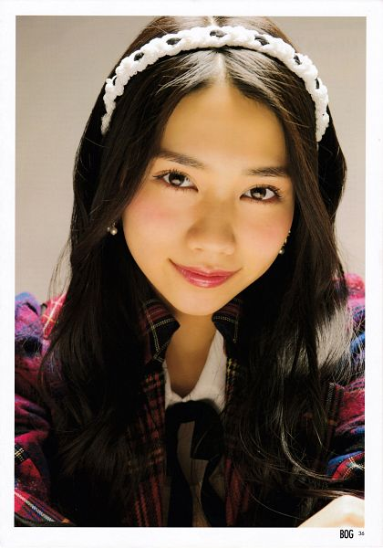Tags: J-Pop, AKB48, Tano Yuuka, Checkered, Bow, Close Up, White Border, Red Jacket, Checkered Jacket, Black Bow, White Headwear, Red Outerwear