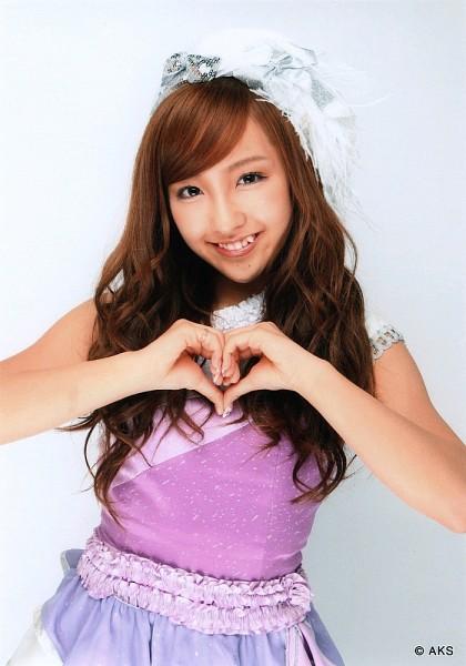 Tags: AKB48, Tomomi Itano, Nail Polish, Make Up, Ring, Heart Gesture, No Background