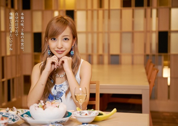 Tags: J-Pop, AKB48, Tomomi Itano, Brown Background, Sitting On Chair, Glass (Cup), Bare Shoulders, Sleeveless, Wine Glass, Cup, Necklace, Alcohol