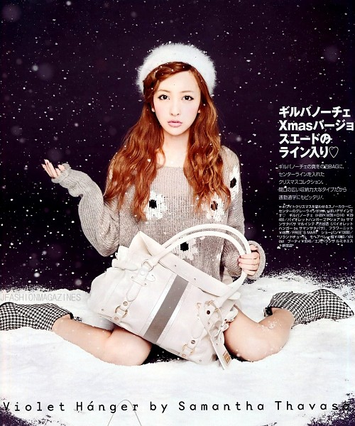 Tags: J-Pop, AKB48, Tomomi Itano, Holding Object, White Headwear, Japanese Text, Full Body, Sitting On Ground, Sweater, Checkered, Snow, Bare Legs