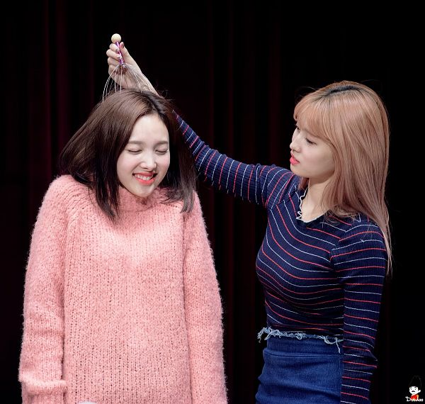 Tags: K-Pop, Twice, Im Nayeon, Hirai Momo, Two Girls, Duo, Fansigning Event