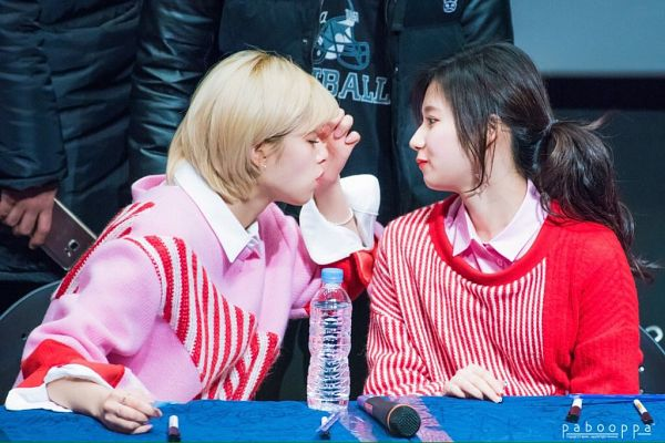 Tags: K-Pop, Twice, Yoo Jeongyeon, Minatozaki Sana, Two Girls, Duo, Fansigning Event