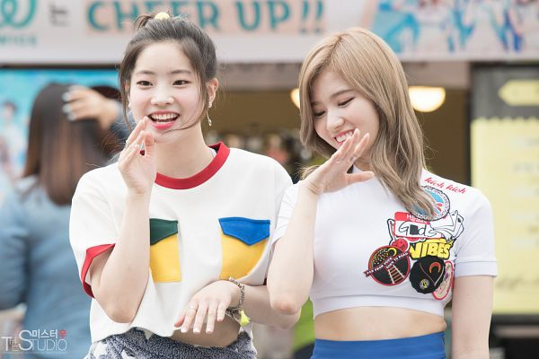 Tags: JYP Entertainment, K-Pop, Twice, Minatozaki Sana, Kim Dahyun, Wallpaper