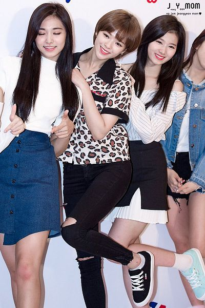 Tags: K-Pop, JYP Entertainment, Twice, Yoo Jeongyeon, Minatozaki Sana, Tzuyu