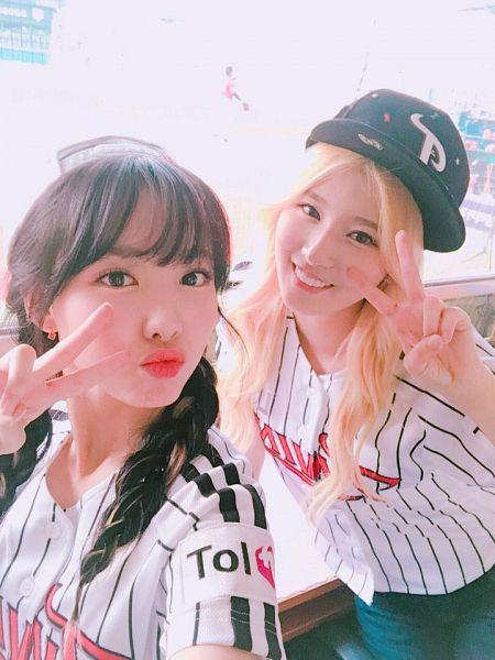 Tags: K-Pop, Twice, JYP Entertainment, Minatozaki Sana, Im Nayeon