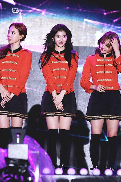 Tags: K-Pop, JYP Entertainment, Twice, Minatozaki Sana, Im Nayeon, Jihyo, Mobile Wallpaper
