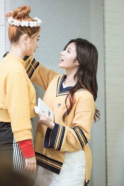 Tags: K-Pop, Twice, Minatozaki Sana, Kim Dahyun
