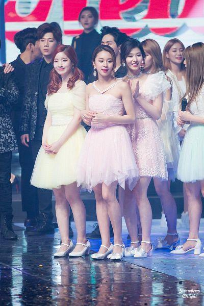 Tags: JYP Entertainment, K-Pop, Twice, Son Chaeyoung, Minatozaki Sana, Kim Dahyun, Jihyo, Pink Dress, Green Outfit, Shoes, Bare Legs, Yellow Outfit