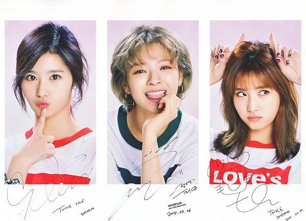 Tags: JYP Entertainment, K-Pop, Twice, Hirai Momo, Yoo Jeongyeon, Minatozaki Sana, Collage, Close Up, Trio, Three Girls, Looking Away, Tongue