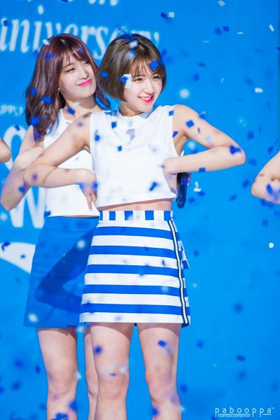 Tags: JYP Entertainment, K-Pop, Twice, Hirai Momo, Son Chaeyoung, Confetti, Midriff, Blue Skirt, Looking Away, Striped Skirt, White Skirt, Skirt